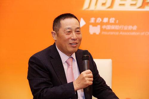 平安养老险董事长兼CEO杜永茂接受记者采访